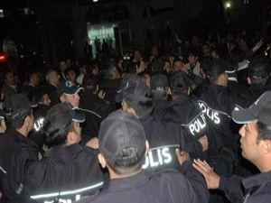 Konyada BDP önünde terör protesto edildi