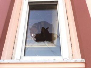 Kuluda camlara taş atan kişi yakalandı