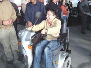 Akşehirde engellilere akülü araç