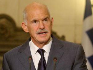 Papandreu, referandumdan vazgeçti