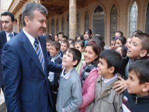 Konya Büyükşehirden öğrencilere eğitim yardımı