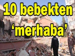 Deprem bölgesinde bebek sevinci