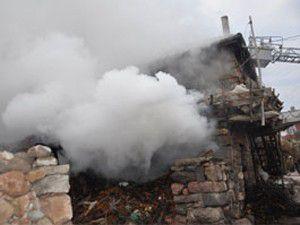 Ev sahibi yanmaktan son anda kurtarıldı