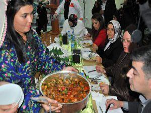 Akşehirde yöresel yemekler ve kıyafetler yarıştı