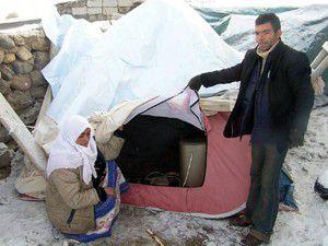 Depremzedeler çadırlardan kurtuluyor
