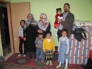 Depremzedeler Karatay Şefket Evlerinde