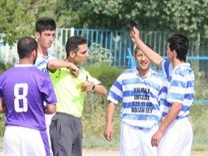 Protestocu futbolculara ağır ceza