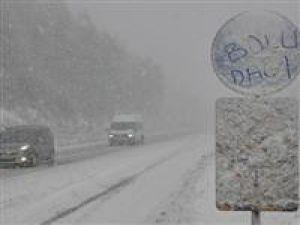 Bolu Dağında kar yağışı ulaşımı felç etti