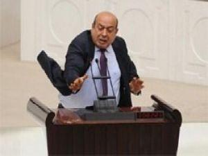 BDPli Kaplan kürsüde kırdığı bardağı fırlattı
