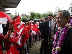 Arınç Endonezyada Türk okullarını gezdi