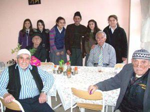 Okul yönetimi Akşehir Huzurevini ziyaret etti