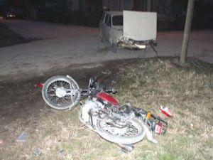 Konyada otomobil motosikletle çarpıştı