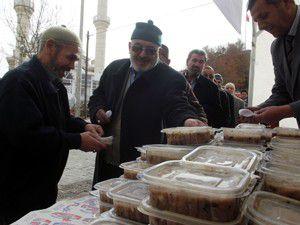 Karapınar Belediyesi 7 bin kişiye aşure dağıttı