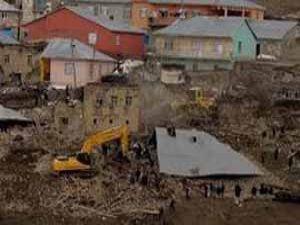 Depremde bağış sözü verenler şimdi nerede?
