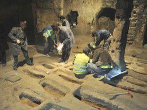 Kapadokyada bir kilise içinde 20 mezar bulundu