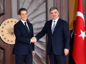Sarkozy, Cumhurbaşkanı Gülün telefonuna çıkmadı