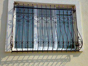 Ekonomik ısınma için pencerelere naylon yapıştırın