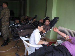 Yunakta kan bağışı kampanyasına yoğun ilgi
