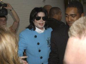 Michael Jacksonun namazı kılınacak mı?