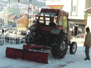 Huğlu beldesinde karla mücadele sürüyor