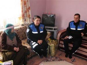 Polisten depremzelere destek