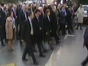 CHPli vekiller Meclise yürüdü