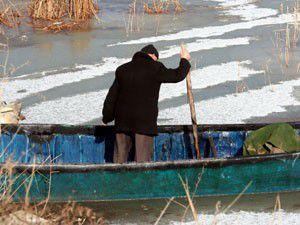 Beyşehir Gölünde balıkçıların buz mesaisi