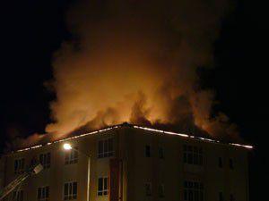 Dershane binasının çatısı yandı