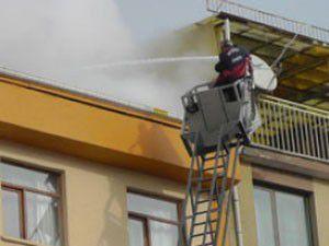 5 katlı binada korkutan yangın!
