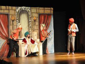 Macera Peşinde adlı oyunun ilk seansı sahnelendi