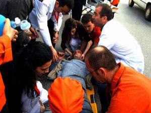 Motosiklet, otomobilin altına girdi: 1 ölü