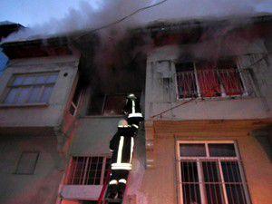 Akşehirde iki katlı ahşap evde yangın