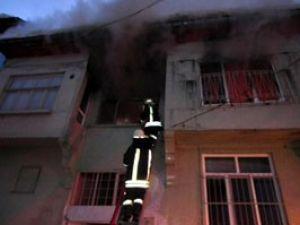 Akşehirde ahşap evde yangın