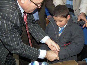 Akşehir SYDVden 44 öğrenciye giysi yardımı