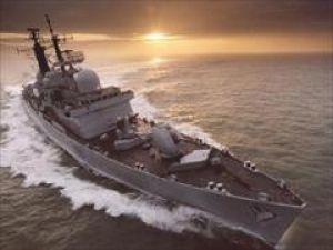 İran savaş gemileri Süveyş kanalına girdi