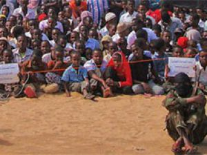 Eş Şebab çocukları kalkan olarak kullanıyor