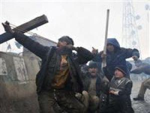 İSAF askerleri Kuran-ı Kerim yaktı