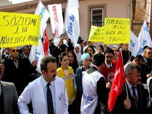 Sağlık çalışanlarından eylem