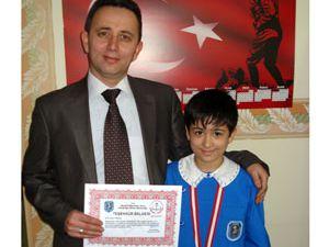 Akşehirde başarılı öğrenciler ödüllendirildi