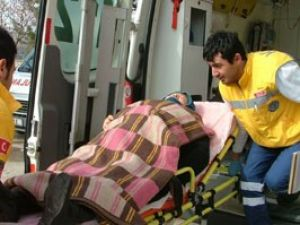 Konyada Otomobil devrildi, 2 kişi yaralandı