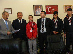 Şampiyonada başarılı sporculara ödül