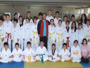 Meram Belediyespor takım halinde şampiyon