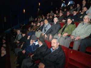 Karatayda emeklilerin film keyfi