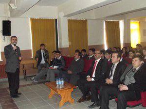 Karapınarda YGSye girecek öğrencilere seminer