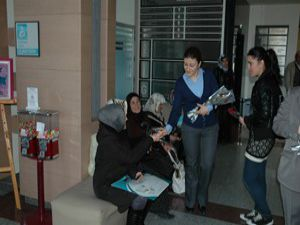 Farabi Hastanesi 400 gül dağıttı