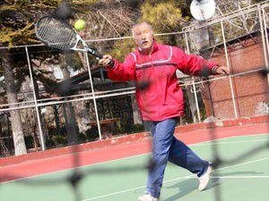 76 yaşındaki sporcu yılın tenisçisi seçildi