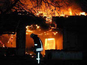 Tarihi binada yangın çıktı