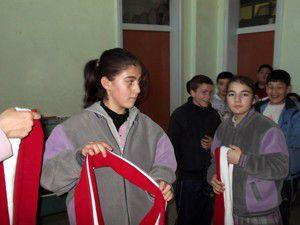 Akyunderden öğrencilere atkı armağanı