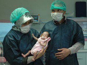 Elif Nur bebek hayata tutundu