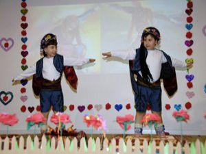 Miniklerden Çanakkale gösterisi